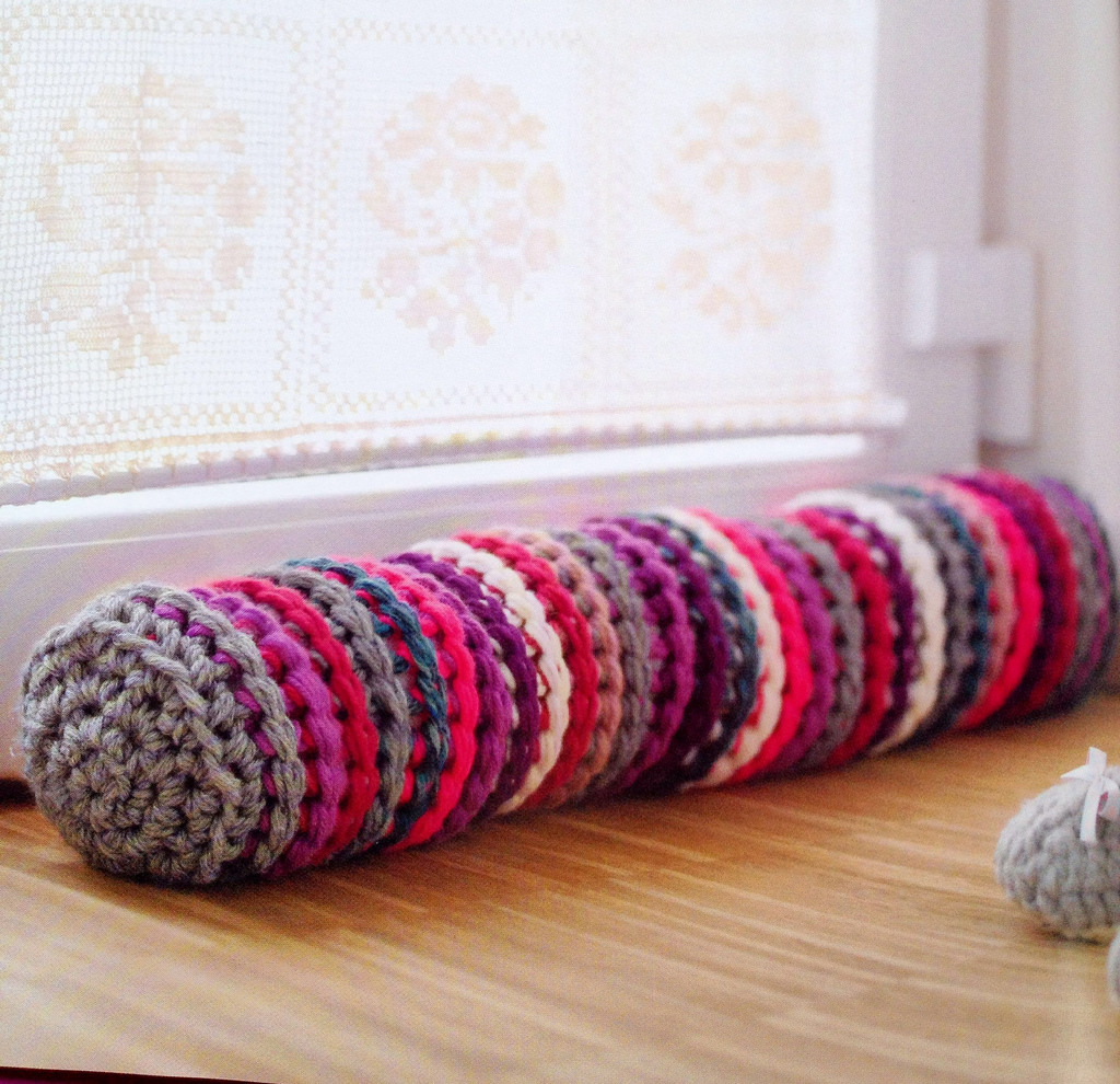 Knitting With Giant Needles   Confessions of a Fibre Strumpet