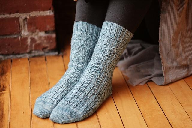 leftfootdaisy-thornfield-socks