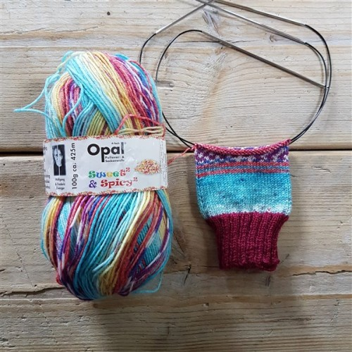 Leftfootdaisy-hayfever-sufferer-knitting-woes-sweet-and-spicy-sock-yarn