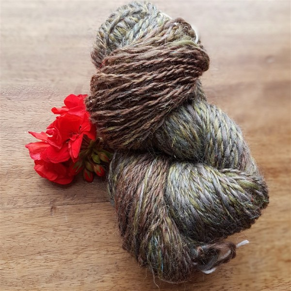 Leftfootdaisy-tour-de-fleece-centre-pull-ball-plying