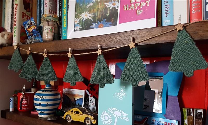 Olann-and-Leftfootdaisy- blacker-Yarns-Brushwork-Christmas-tree-garland