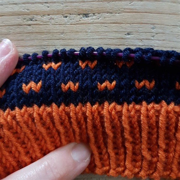 Sunshine-and-sprinkles-kal-kicks-off-navy-orange-yarn-combo-underway