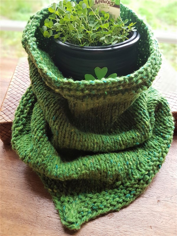 Leftfootdaisy- review-for-olann-and-bandana-cowl-arranmore-yarn-round-shamrock