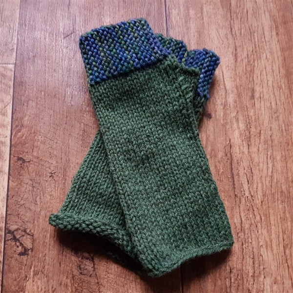 leftfootdaisy-reflections-on-a-knitted-christmas-part-2-all-the-camp-out-fingerless-mitts-blacker-yarns
