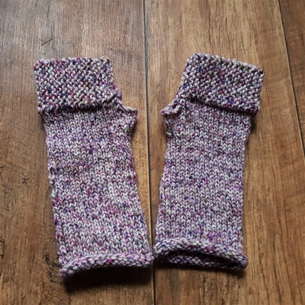 leftfootdaisy-reflections-on-a-knitted-christmas-part-2-all-the-camp-out-fingerless-mitts-west-yorkshire-spinners-yarn