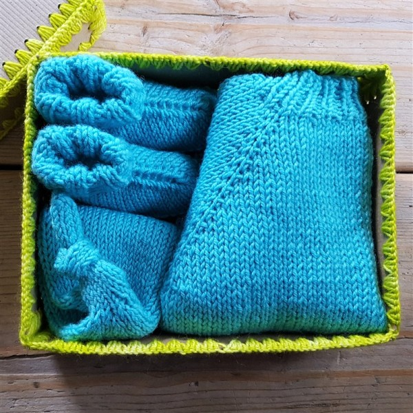 leftfootdaisy-knitting-for-little-people-boxed-layette