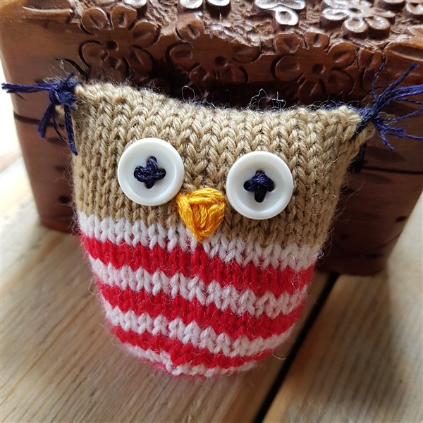 leftfootdaisy-wise-old-knitted-owls-close-up